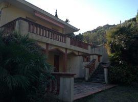 Ventimiglia fraz.Latte Villa bifamigliare con terreno.